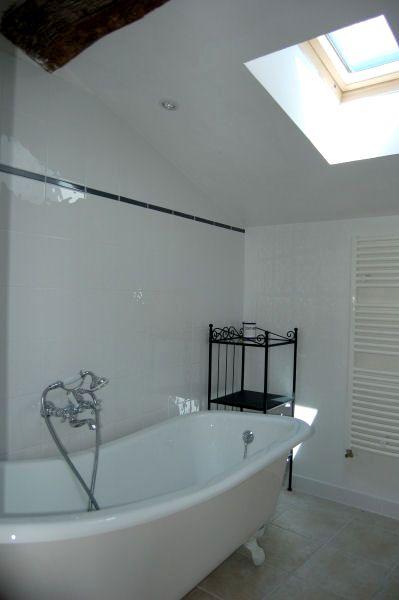 Le Cadran Solaire - Upstairs bathroom