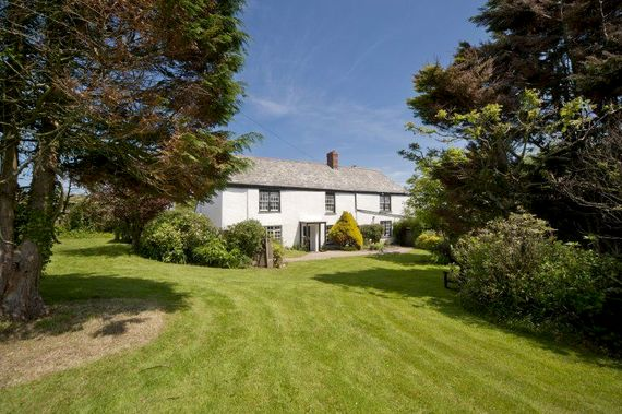 Woodlands Manor Farmhouse with private enclosed garden