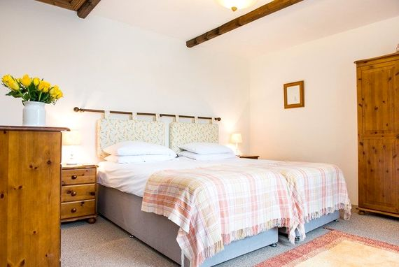 Twin room downstairs in Bluebell Cottage