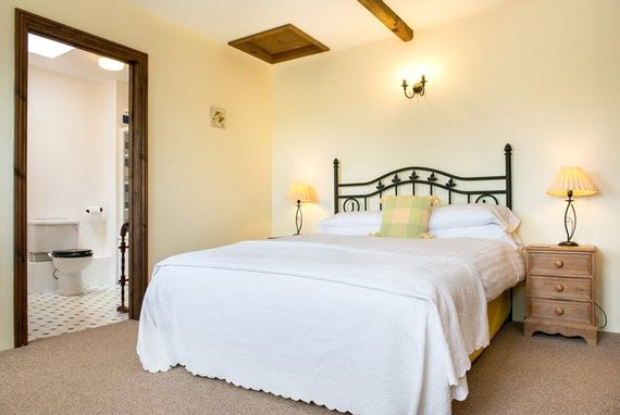 Bluebell Annexe double ensuite bedroom, perfect for the older generation wishing to escape from the grandchildren for a while