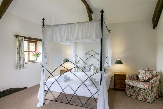 Romantic 4 poster bedroom