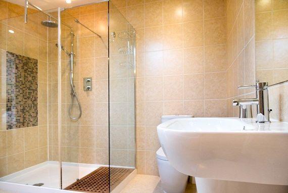 Ensuite bathroom to main bedroom. Large shower cubicle and underfloor heating