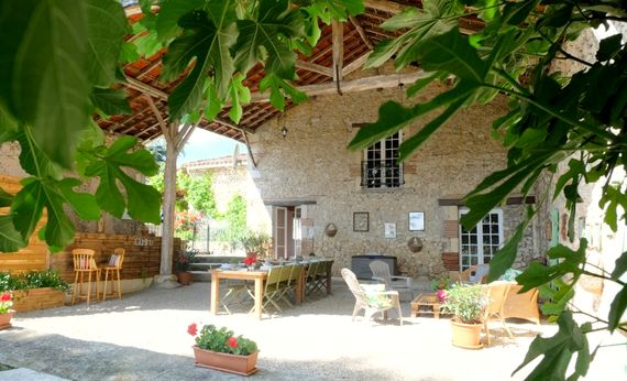 Fab Farmhouse + heated pool (Exclusive use) Image 5