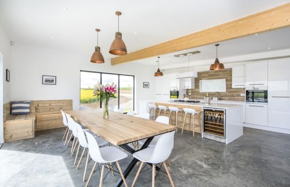 Modern kitchen with dining and cosy nook