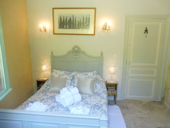 Lartigue 2nd bedroom with large double bed