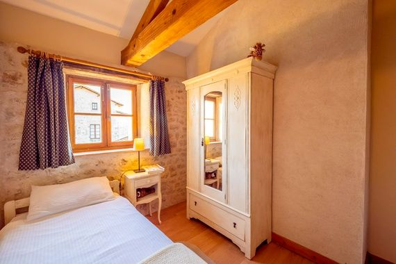 L'Etable twin bedroom No. 1
