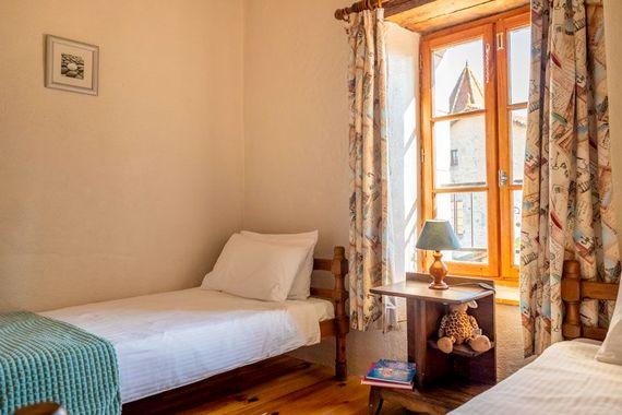Jardin de Rose twin bedroom