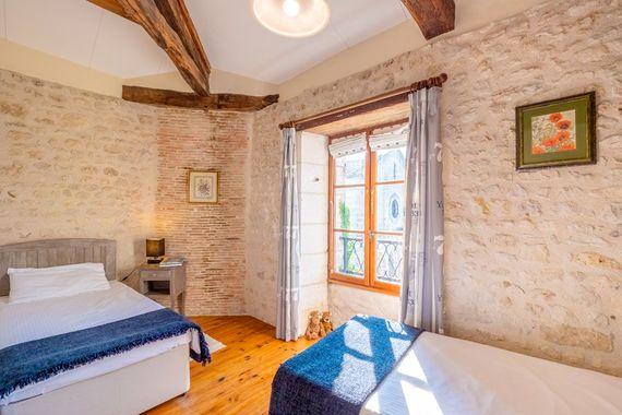 Chateau de Gurat - Le Coin Fleuri, twin bedroom
