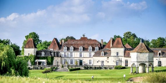 Chateau Vigiers golf is 4 miles away and no handicap certificate is required to play.