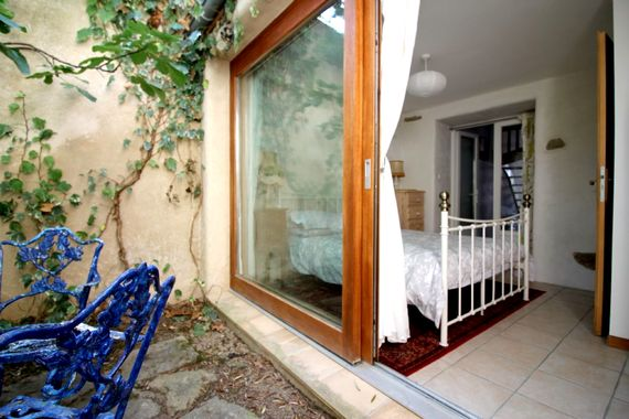 Ground floor double room with WC and secret courtyard garden with beautiful wrought iron table and chairs for two