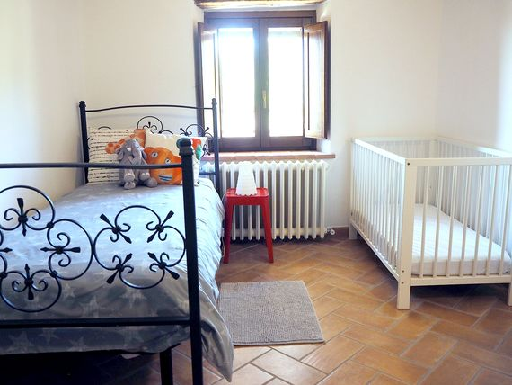 KIDS ROOM WITH 1 SINGLE AND A COT