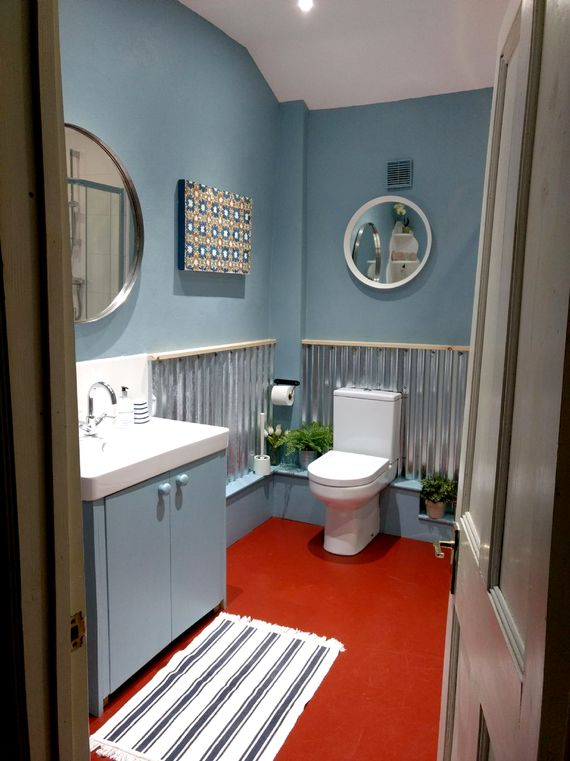 Spacious shower room (non slip mat, babybath and toddler step provided)