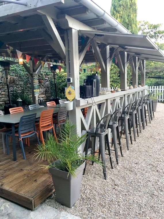 Bar and covered terrace