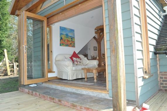 Little Apple Barn - Hamptons Farmhouse Image 14