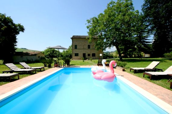 Le Marche Farmhouse Image 1