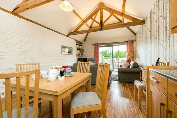 Woodpecker Cottage dining space