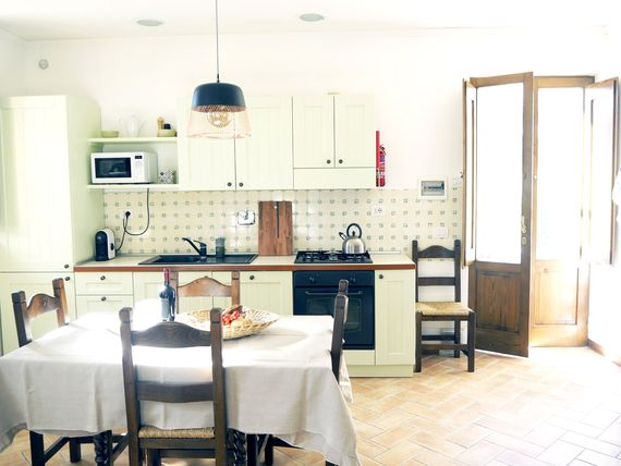 THE GUBBIO FULLY EQUIPPED KITCHEN