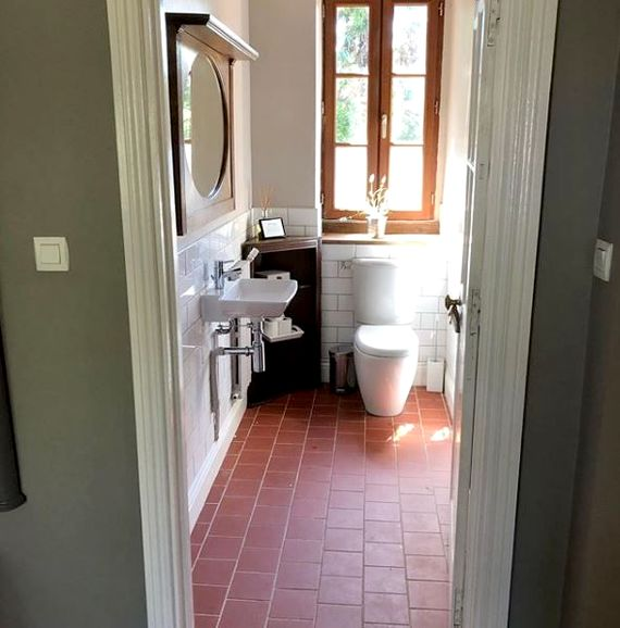 One of the downstairs wc's