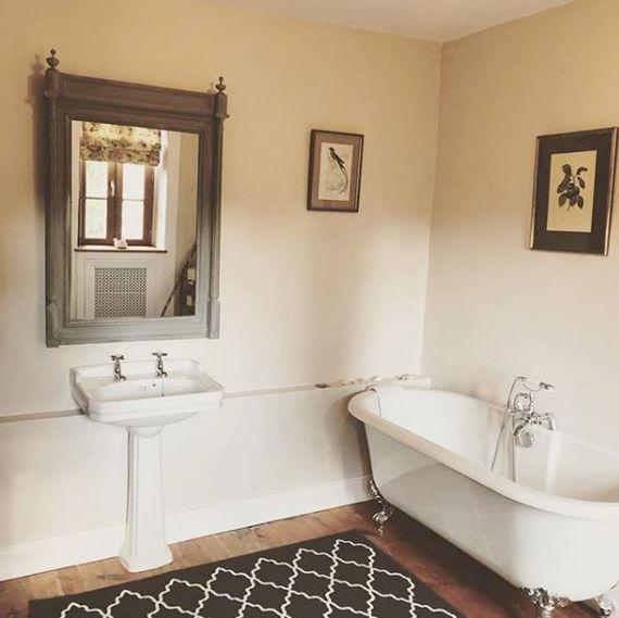 The 1 st floor bathroom