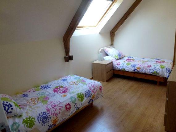 Twin bedroom with ensuite bathroom