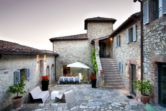 Central courtyard with barbecue & pizza oven