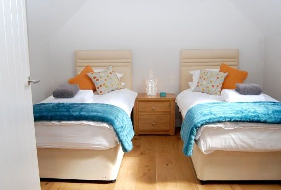 Twin bedroom which can also be made into another double