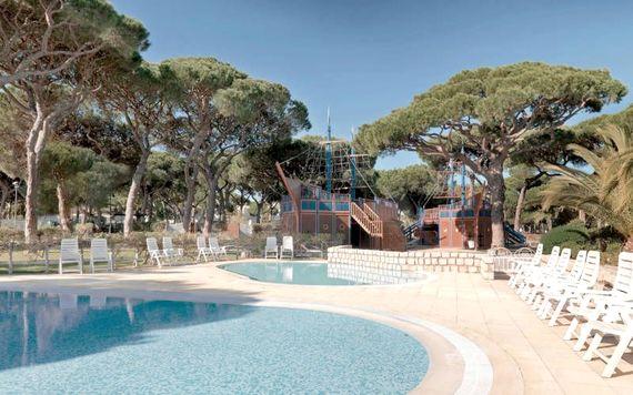 Pine Cliffs Resort - Premium Ocean Suite 3 Bedroom Image 7