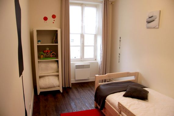 Single room with pull-out trundle bed