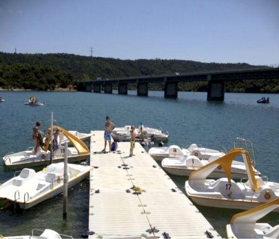 Pedalo boat hire - 10 mins away