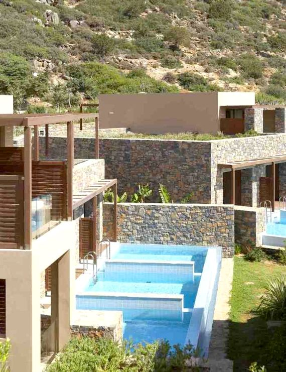 Rooms are set in blocks of three with approx. 7ft dividing wall between their pools.