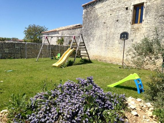 Chez Aristide - The Courtyard at St Catherines Image 18