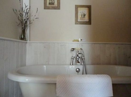 Fab roll top bath.......in the double bedroom ensuite