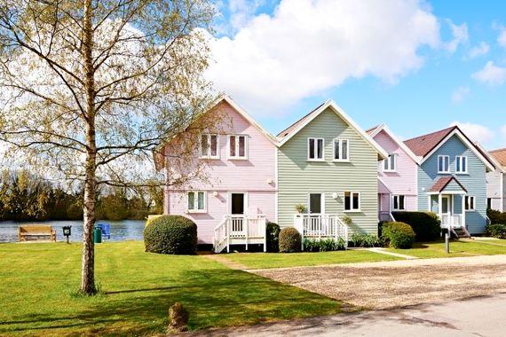 Cotswold Lake House Image 2