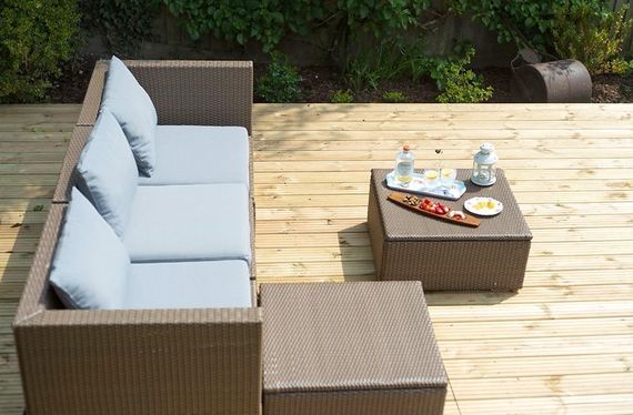 Outdoor sofa and decking area for sundowners