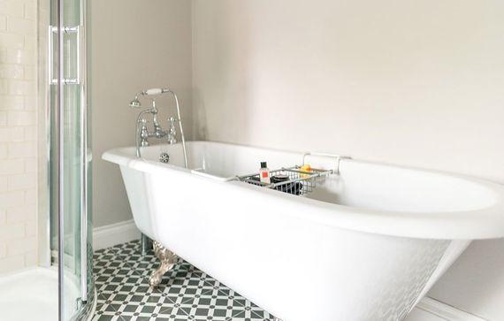 Luxury clawed bath with shower attachement