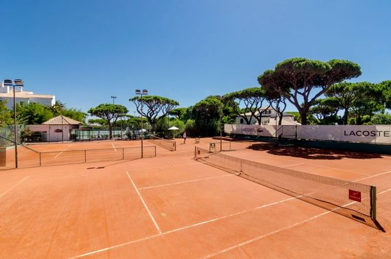 Pine Cliffs Anna Croft tennis academy, including clay tennis courts