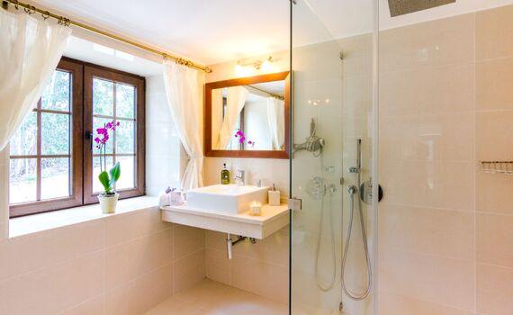 En-suite shower room for the Teal room