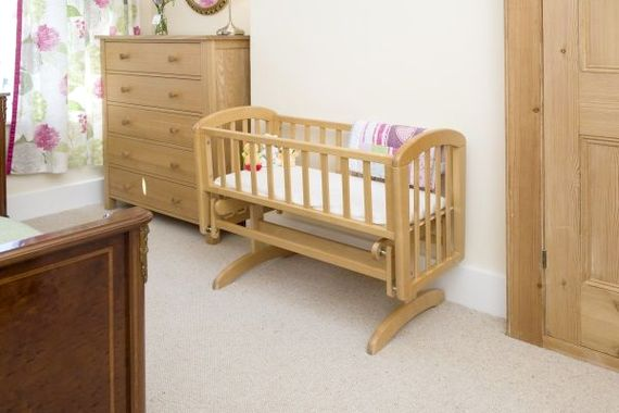 Luxury rocking crib for babies up to 6 months