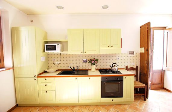 Gubbio has a fully fitted kitchen with a gas hob, oven and grill