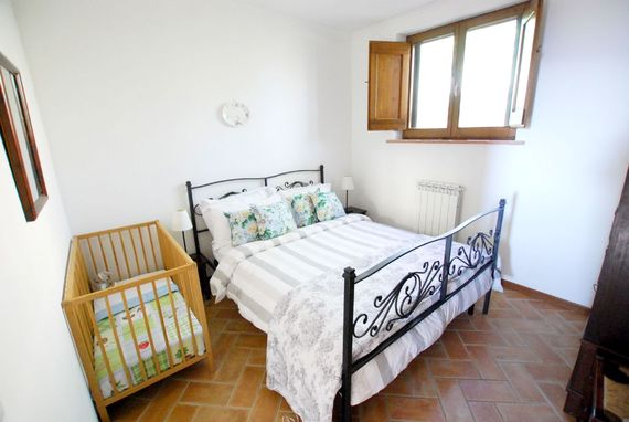 The Spello bedroom -  with space for a little one in a cot