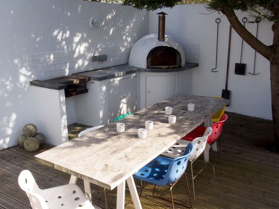 Al fresco dining with wood fired oven