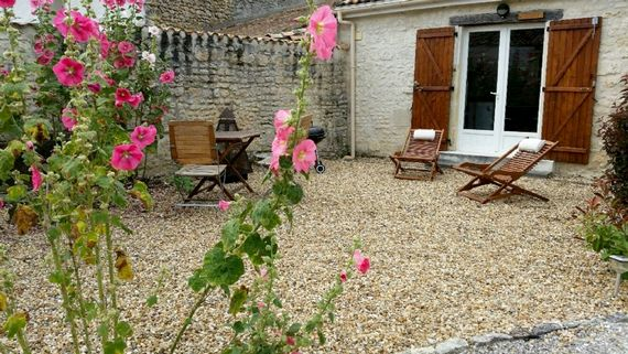 Garden table & chairs, sun loungers and BBQ....space to relax...