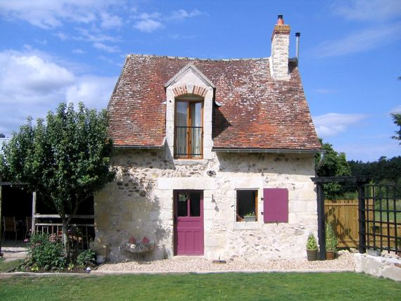 Chene, the perfect cottage for 2 in the Loire Valley countryside. Well equipped & room for 2 more under 5's!