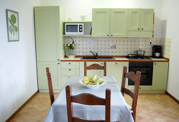 The Spello kitchen with microwave, oven, gas hob, coffee maker and fridge freezer -