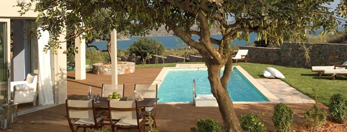 Luxurious Villa Options with Private Pools and Sea Views